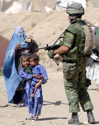 italiani afghanistan soldi ai talebani